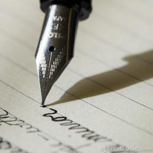 Firma de documentos con pluma fuente
