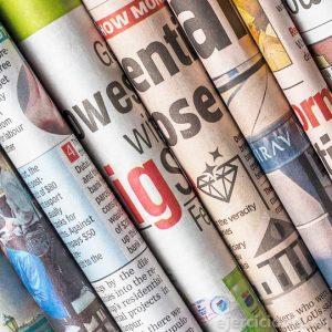 Variedad de periódicos impresos